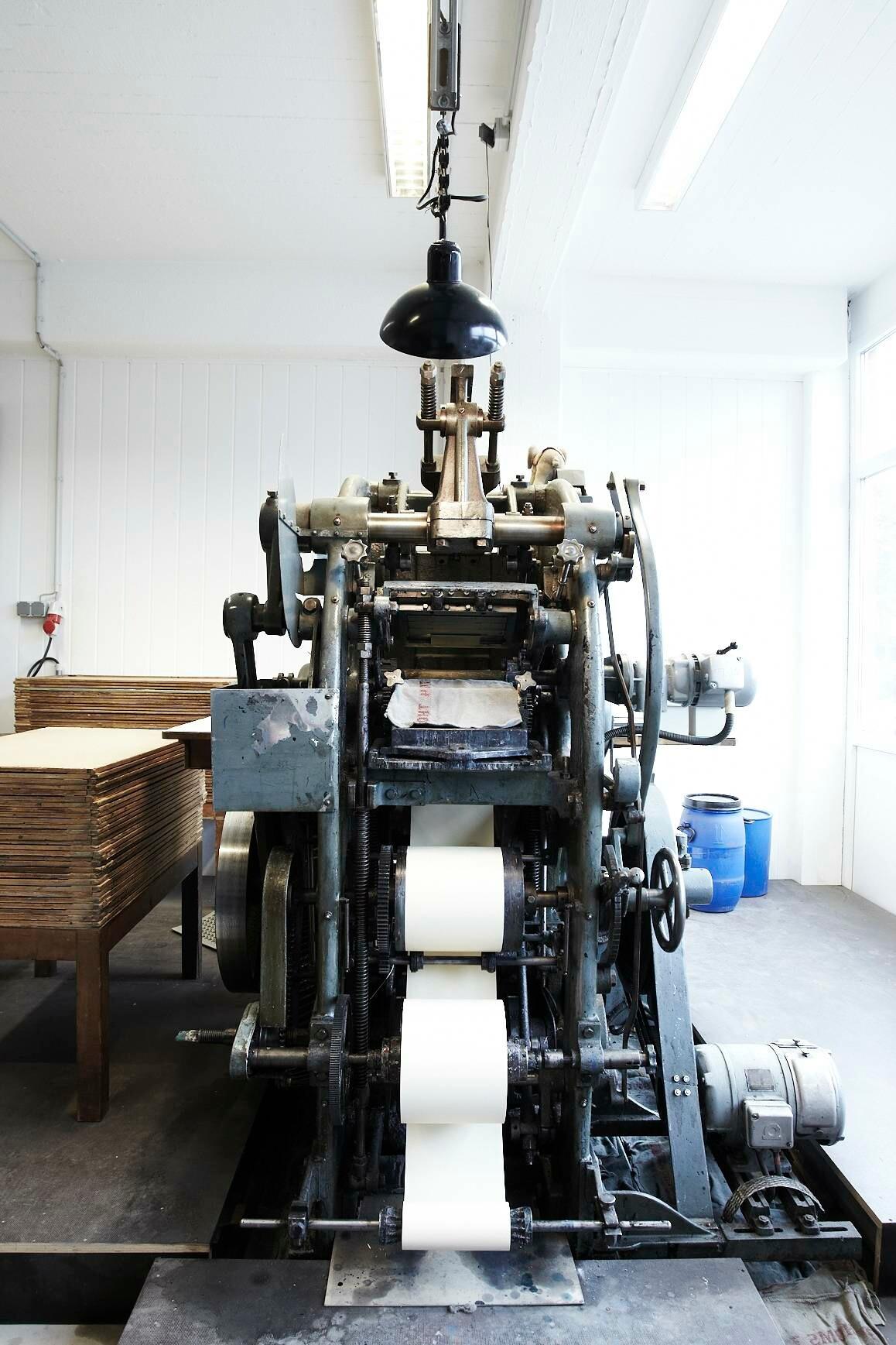 Alt aber oho! Die Stahlstichprägedruckmaschine.