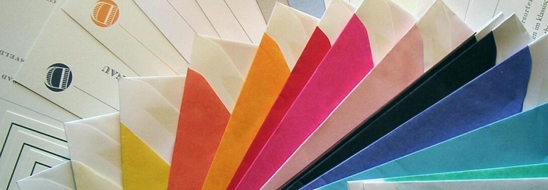 Druckateur - elegante Briefumschläge von Crown Mill mit farbigem Seidenfutter